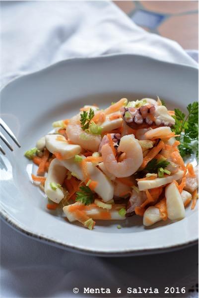 insalata di mare con carote e sedano