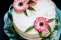 Naked cake con ganache al cioccolato bianco e frutti di bosco